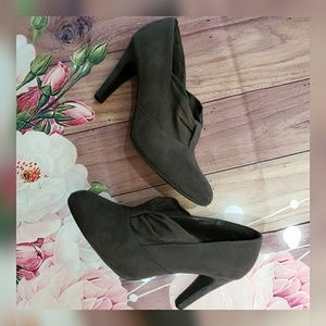 Ann Marino ankle bootie shoes